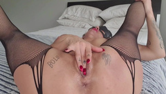 Pretty Pussy Close up of Hot MILF Fingering and Squirting POV