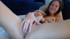 Chelsi_Lynn fingering pussy on bed