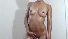 AlessandraR plays with oiled pussy and tits