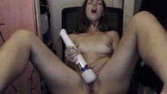 Magic wand brought her a screaming orgasm