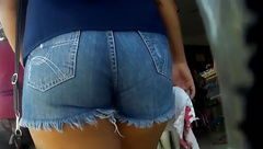 GOSTOSA COM MICRO SHORT (BIG ASS IN SHORT) 062