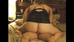 BIG BOOTY MAMA IN LINGERIE RIDES