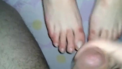Dilettant footjob cum feet