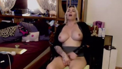 Cougarlicious pale goddess Janelle with big juicy tits