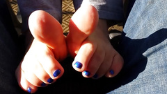 Outdoor toe wiggling and toe flicking