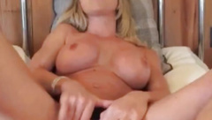 Sexy MILF Hannah Fowlston spreads her legs and cums on cam