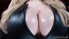 Violet Doll - Clevage Worship