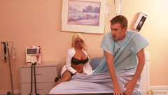 Endowed patient sucked by blonde doctor Summer Brielle
