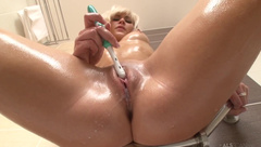 Tracy Lindsay toothbrush cum