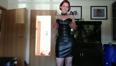 Redhead MILF in leather and fishnets gives deep blowjob with tgroatpie