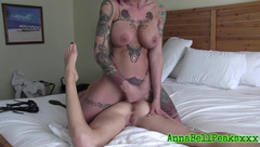 AnnaBellPeaksxx has some lesbian action