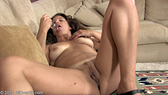 CHANE 43yrs  pussy toying and clit rubbing to orgasm