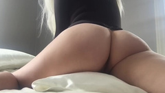 PAWG HUMPING IN BODYSUIT