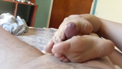 THE BEST HANDJOB AND FEET TO WORSHIP FOR EVER, MASIVE CUMSHOT ON SOLES